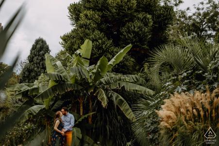 Dschungel-Verlobungsfotografie in Lyon, Frankreich