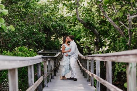 Portraits d'engagement de pont en bois à Bill Baggs Cape Florida State Park, Miami, FL