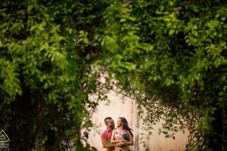 Maceió, Alagoas Paar Porträt mit dem Grün, um sie zu rahmen