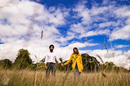 Servizio fotografico di fidanzamento con proposta a sorpresa al Westonbirt Arboretum, nel Gloucestershire