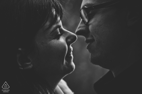 Intimate black and white engagement portrait in Amiens, France