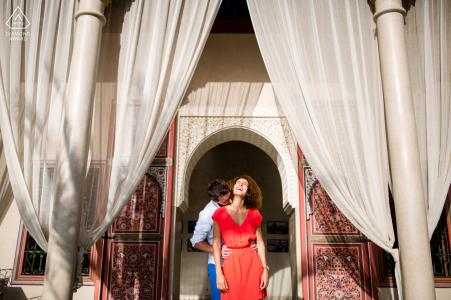 Pyrénées-Atlantiques pre wedding portrait session with engaged lovers at Jardin secret - Marrakech