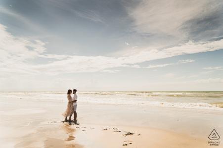 Photographie avant mariage et fiançailles dans les Hauts-de-France depuis la plage de sable de Fort-Mahon-Plage - Somme
