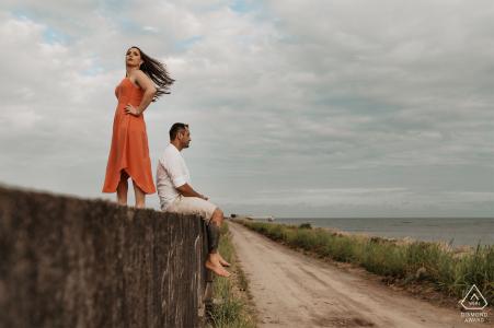 Praia dos Hóspedes, Aracruz, Espírito Santo, Brazil pre-wed photo - posed couple at beach