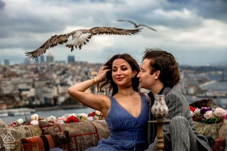 Suleymaniye, Istanbul, Turquie prise de vue avec un oiseau, le vent et une vue sur la ville