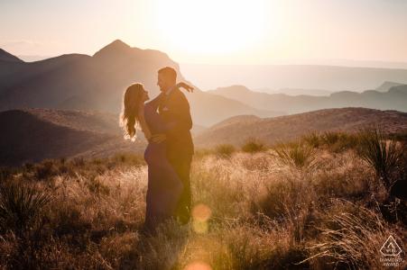 Mikro-Outdoor-Berg-Abenteuer-Verlobungssitzung des Big Bend-Nationalparks