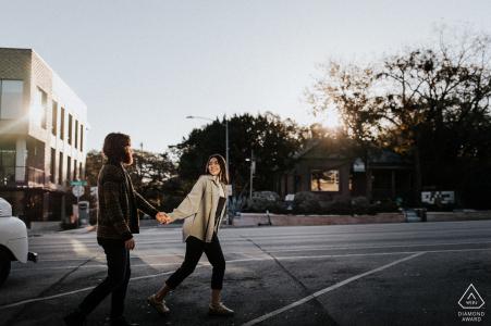 Séance d'image d'engagement à Austin avant le jour du mariage au South Congress