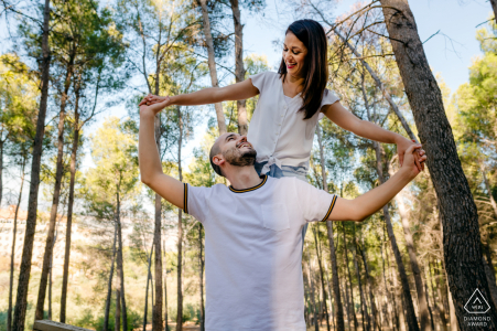 EL Neveral, Jaén outside forest picture session before the wedding day with a couple enjoying nature outdoors