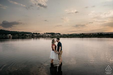 Occitanie vor der Hochzeit Foto bei Sonnenuntergang am Wasser