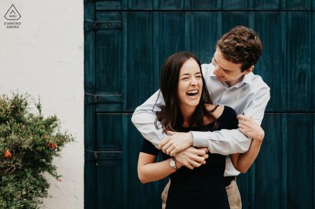 Calella de Palafrugells, Spanien Mini Paar Fotosession vor dem Hochzeitstag an der Costa Brava mit Lachen