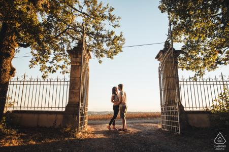Portrait de couple Château de Lartigolle alors qu'ils se tiennent