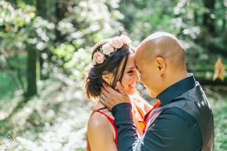 Santa Cruz pre-boda imagen de una pareja en el bosque