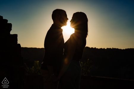 Italy engaged picture session at Civita di Bagnoregio with The couple at the sunset in silhouette
