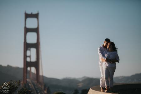 Overlook Point Fine Art Portrait avant mariage à San Francisco avec vue sur le Golden Gate Bridge