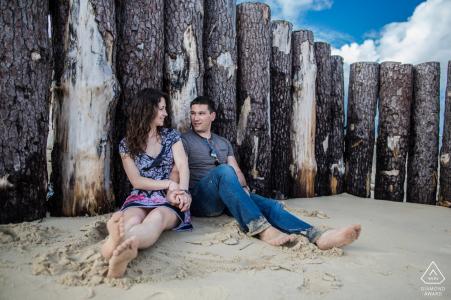 Cap Ferret Fiançailles artistiques Photo de deux amoureux sur la plage