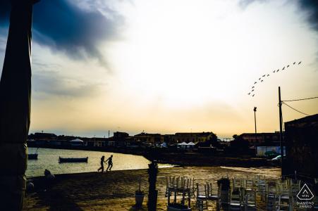 Portrait électronique de Marzamemi sur la plage au coucher du soleil