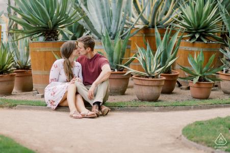 Lyon, France e-session portrait avec un couple dans un jardin botanique