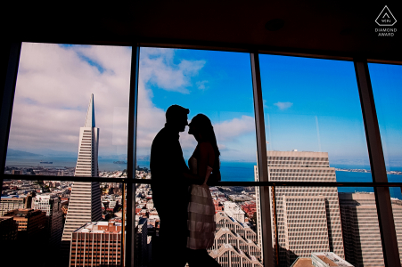 Transamerica, San Francisco, California, sesión electrónica de participación ambiental en las ventanas de Top of the Mandarin
