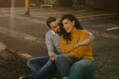 PR True Love Séance de portrait avant le mariage à Cascavel montrant qu'un couple peut avoir de l'amour n'importe où