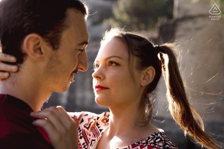 Séance de portrait pré-mariage True Love à Montpellier montrant un couple en gros plan
