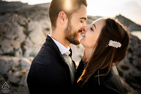True Love Pre-Wedding Portrait Session in Marseille showing a couple kissing as the sun rises at the creeks