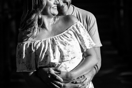 True Love Pre-Wedding Portrait Session in Pirenópolis showing a couple in BW from GO