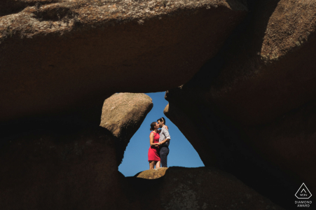 Ploumanach, France couple e-session in a triangle opening in the natural stone formations