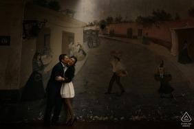 Porträt eines Paares in Lima mit einem Wandgemälde als Hintergrund | Peru Hochzeit Verlobung