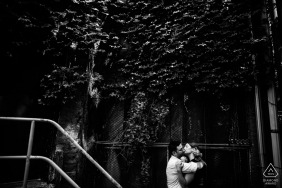 Denver wedding photography | Colorado engagement photoshoot with couple kissing