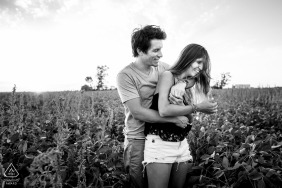 Black and white photography in Santa Fe | Argentina pre-wedding photographer captures the love between this young couple
