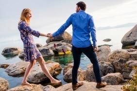 Skacząca para podczas sesji zdjęciowej w Lake Tahoe