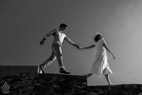 Sesja zdjęciowa przed ślubem Nouvelle-Aquitaine w czerni i bieli - weź mnie za rękę w małżeństwie