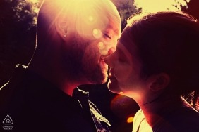 Montréal Québec pre-wedding Lens flare kissing couple portrait