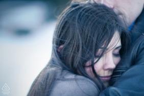 Sesja portretów zaręczynowych w mroźnej zimie w Seattle w stanie Waszyngton