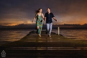 engagement shoot with a couple on a dock | Spain photographer pre-wedding session