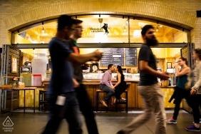 Sesja portretowa zaręczyn w kawiarni w San Francisco
