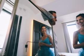 Fotos de noivado pré-casamento refletidas interior de um casal   Tiroteio retrato NYC