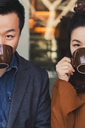 Vertical engagement photos of a couple drinking from coffee / tea cups  | Hangzhou photographer pre-wedding portrait session