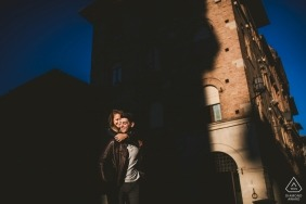 Tuscany wedding engagement portrait of a couple in the city shadows  | Siena pre-wedding photographer session