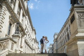Afternoon engagement photos of a couple | Occitanie photographer pre-wedding portrait session