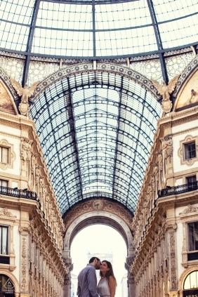 Lombardy przed ślubem zdjęcia z pary wewnątrz wysokiego budynku - w vert | Strzelanina w Mediolanie
