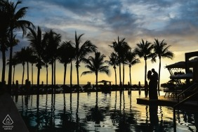 Jalisco engagement pictures of a couple silhouetted with tall palm trees at the ocean  | Puerto Vallarta photographer pre-wedding photo shoot session