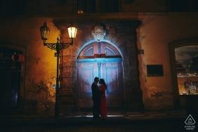 Prag bei Nacht Verlobungsfotografie eines verliebten Paares