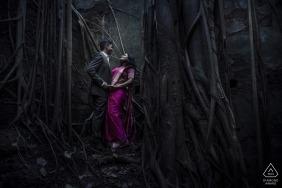 Mystery Fort Pärchen schießen für ihre vorhochzeitlichen Verlobungsfotos in Indien