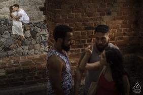 Brazil engagement portraits of a couple on the urban streets | Rio de Janeiro photographer pre-wedding photographer pictures