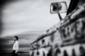 Black and white engagement portraits of a couple with an art car in China | Fujian photographer pre-wedding photographer pictures