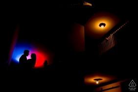 Photos de Chicago d'intérieur d'un couple par un photographe de fiançailles de mariage de l'Illinois