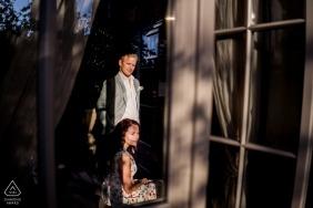 Portrait de couple fiancé dans une belle lumière | Séance de pré-mariage à Borgo Santo Pietro | Fiançailles Borgo Santo Pietro