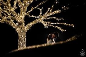 Fotografia ślubna w Bukareszcie | Sesja zaangażowania Rumunii z drzewami i światłami w nocy