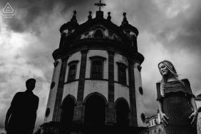 Séance de photos de fiançailles avec un couple d'immeubles élevés dans le Minas Gerais | Photographe brésilien